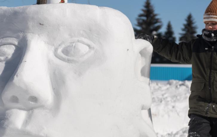 Activité libre de sculpture sur neige